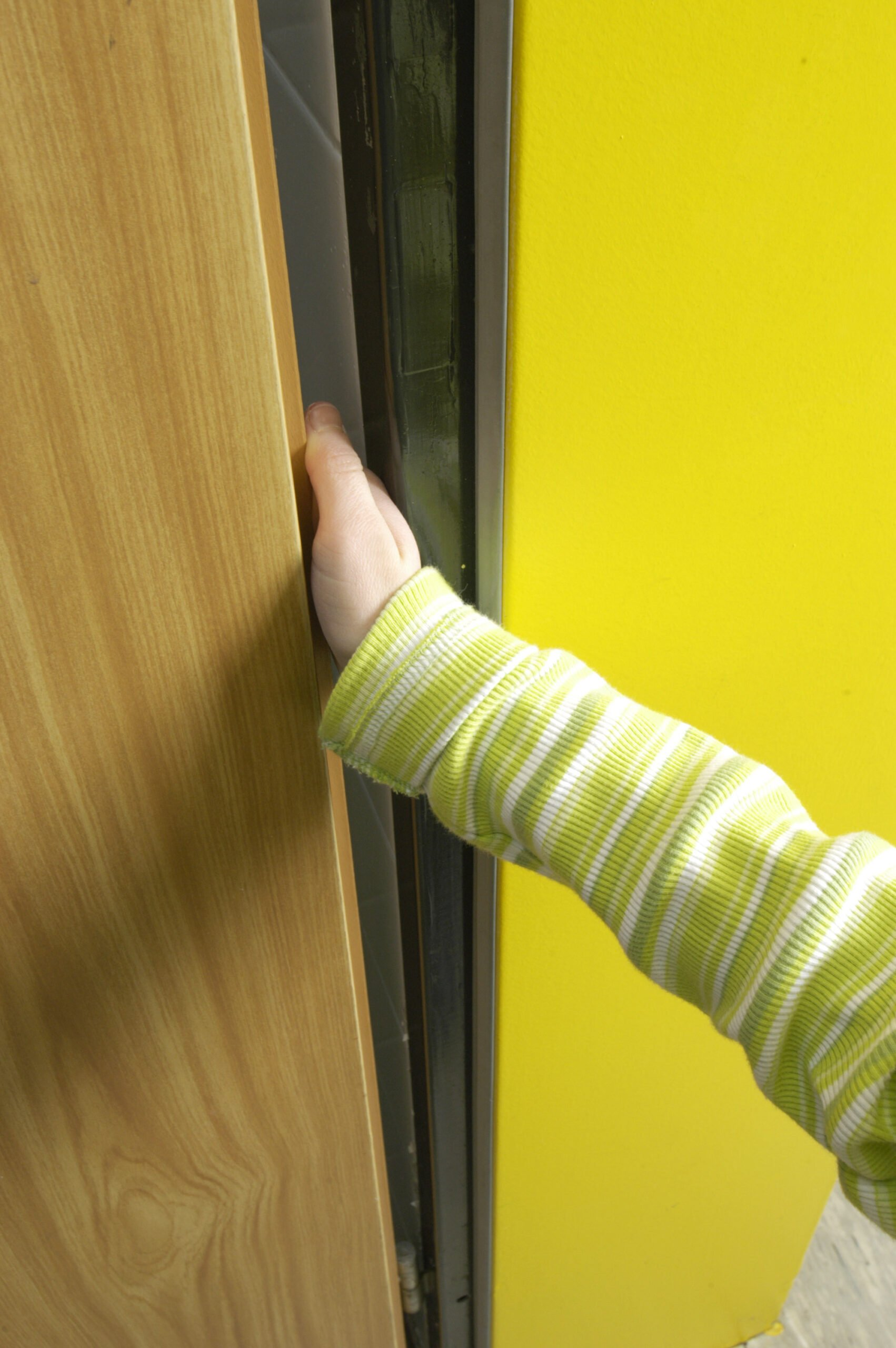 Προστασία δαχτύλων παιδιών από πόρτες